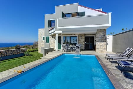 Luxurious Villa Dana with Heated Swimming Pool,BBQ - Novaglia - Villa