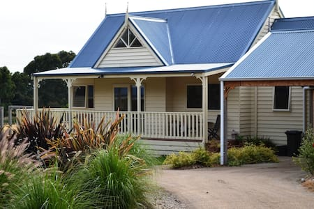 Somers Peninsula Retreat, - Bed & Breakfast