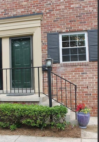 2 BR Townhouse 2 mi. Downtown Greenville -