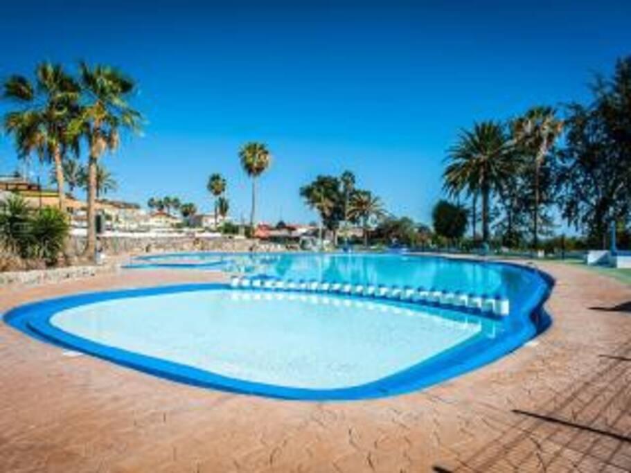 Caravana piscina y relax furgonetas c mper for Piscina las palmas