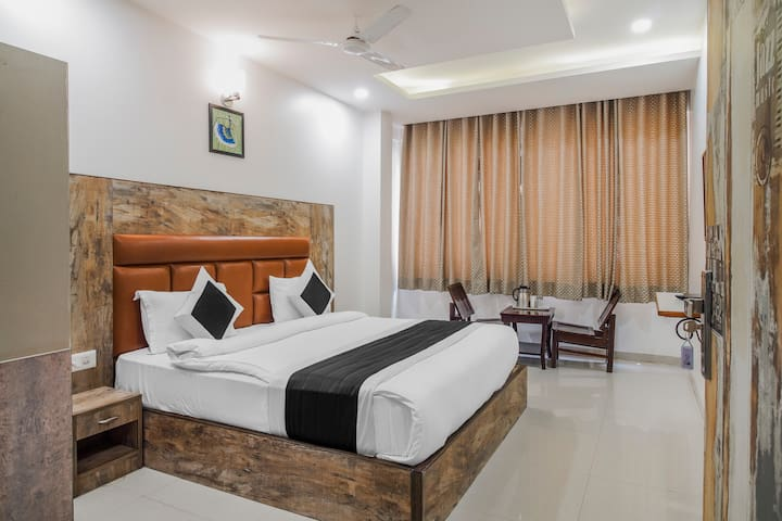Gracious A Unit Of Hotel Vishesh Deluxe Room
