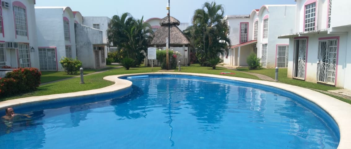 CASA COMPLETA EN ZONA DIAMANTE - Acapulco - Casa