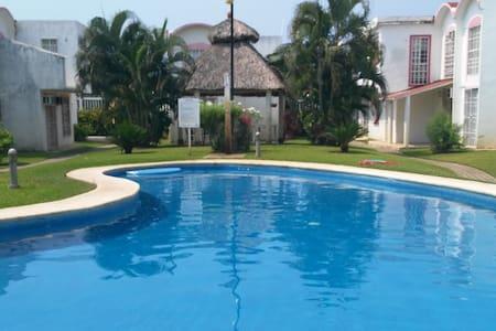 CASA COMPLETA EN ZONA DIAMANTE - Acapulco - Hus