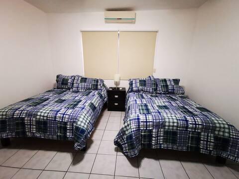 Habitación Zirahuén en casa Lagos 5km Tec