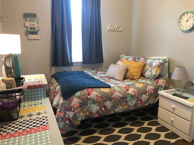 Bright and quiet Private Bedroom Near New Orleans