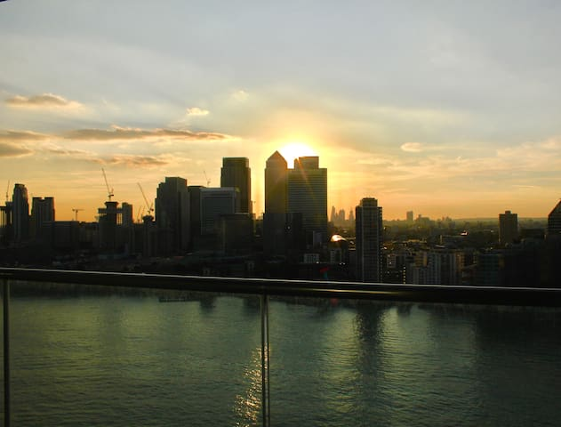 Luxury Studio with Stunning Views by the O2 Arena