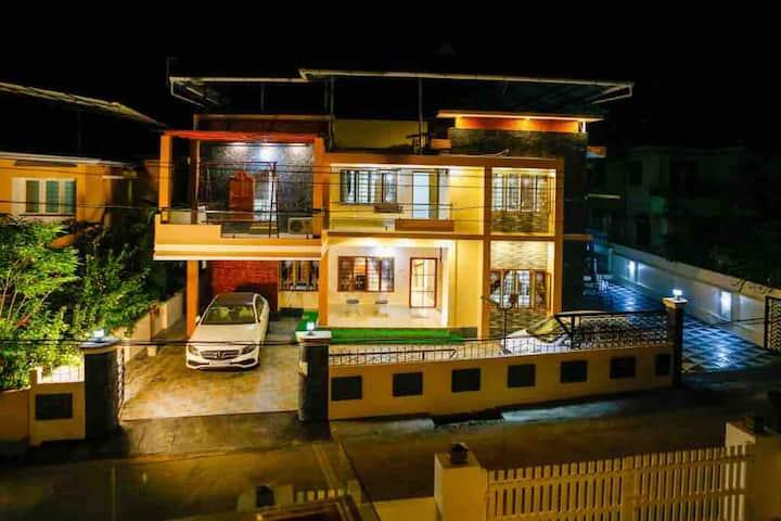 Posh 6 BHK villa in a housing colony inside city