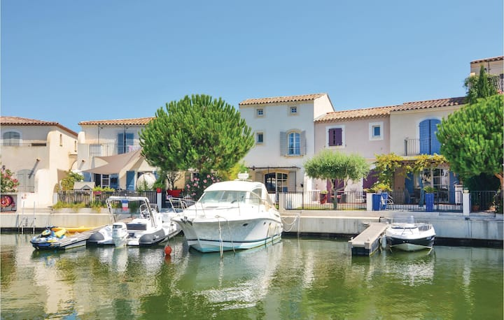 Awesome home in Aigues-Mortes with 3 Bedrooms