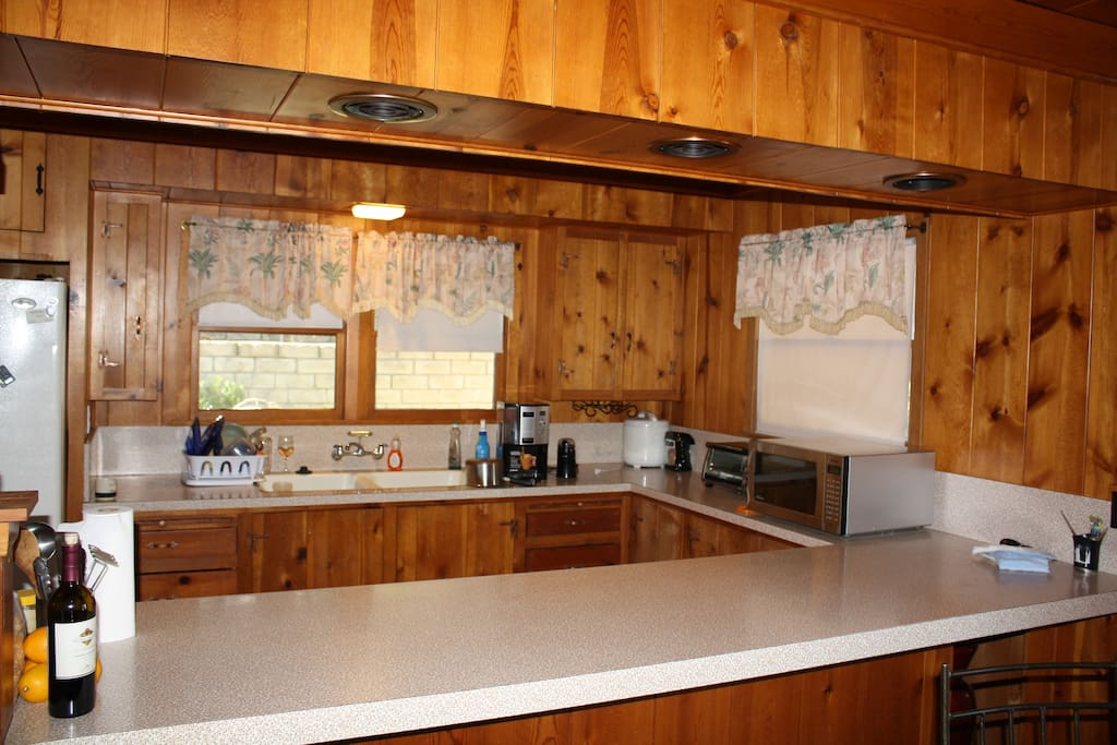 Kitchen (refrigerator, coffee machine, microwave, stove/oven, pots/pans, dishware)