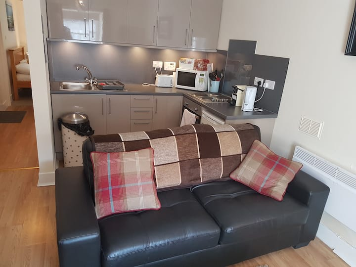 Central Apartment near Portree Square (4B)