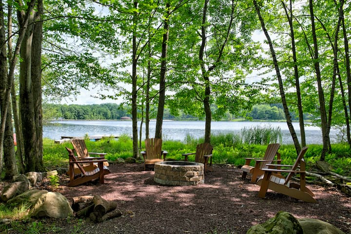 Great Lakefront - Canoes, Firepit,  Pet Friendly