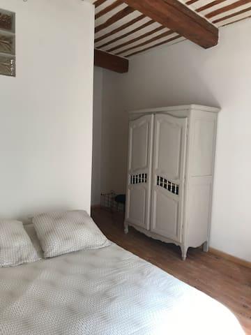 Chambre N° 1 avec un lit deux places