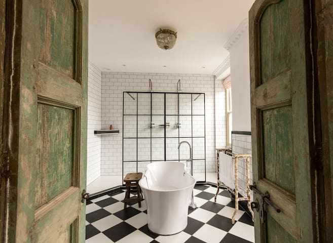 Feature Bathroom (3) -Crooked Swan- Boutique Hotel