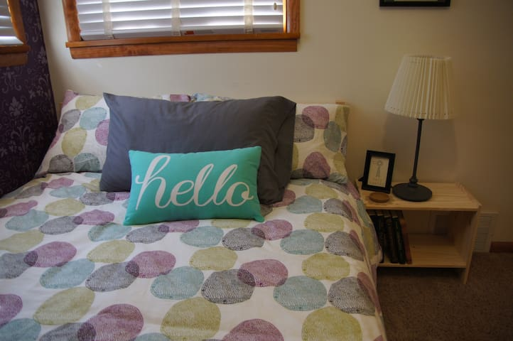 Bright and Stylish room - Hays - House