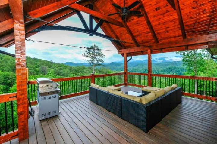 NEW 5BR Custom Cabin with SPECTACULAR VIEWS!