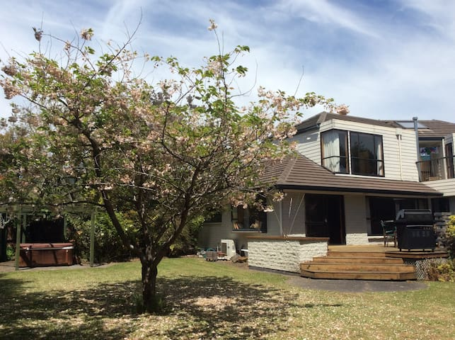 Garden room, breakfast, spa, near city and airport - Christchurch - Bed & Breakfast
