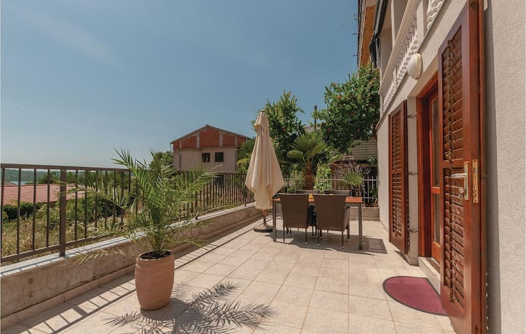 Holiday apartment with 1 bedroom on 51m² in Pirovac