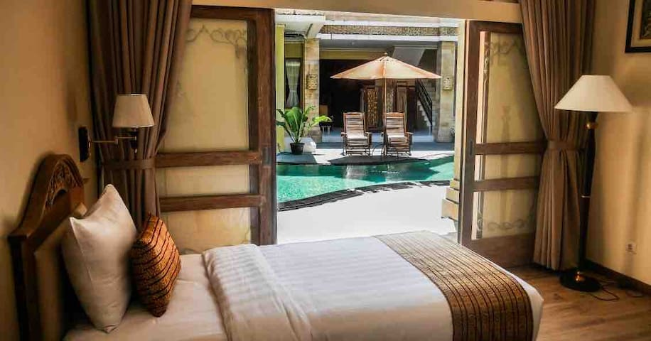 Premiere rooms 3BR+Breakfast+Direct pool+Jacuzzi