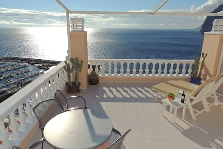 SUPERB APARTMENT WITH VIEWS SEA, MARINA & CLIFF. 3