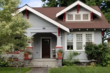 Cozy Craftsman Clarkston home