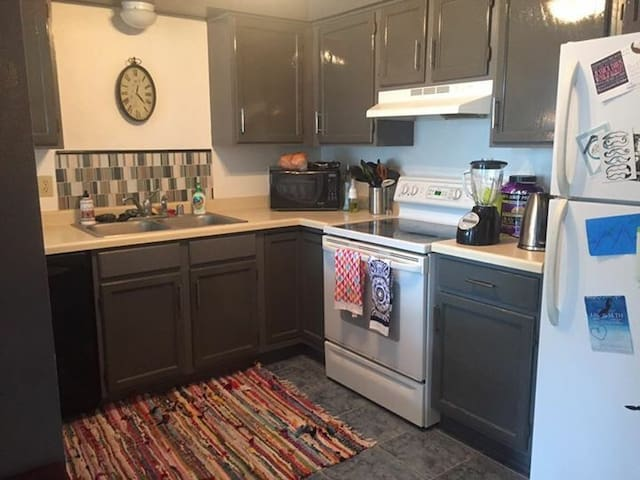 Cozy Condo 1 mile from Lake Beulah - East Troy - Apartamento