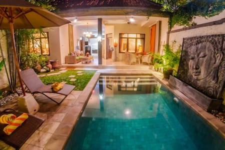 SEMINYAK - WALK TO THE BEACH! 2BR/POOL/WIFI - Kuta