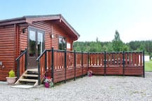 WILDCAT LODGE, pet friendly, with hot tub in Newtonmore, Ref 939095