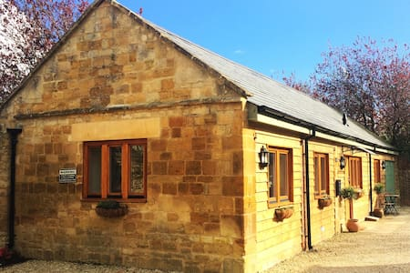Stunning Cotswold Stone Cottage 2 bed/2 bathrooms