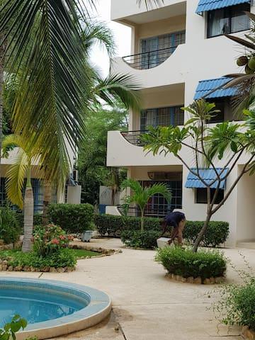 Appartement  rénové 2 chambres 2 sdb vue piscine