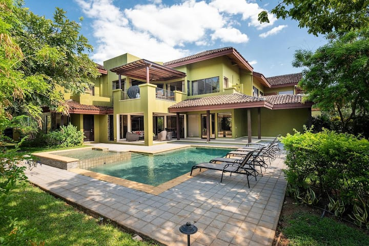Luxurious Villa in the exclusive Reserva Conchal