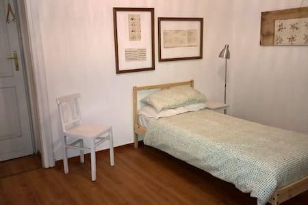Camera singola con bagno in comune - Trieste