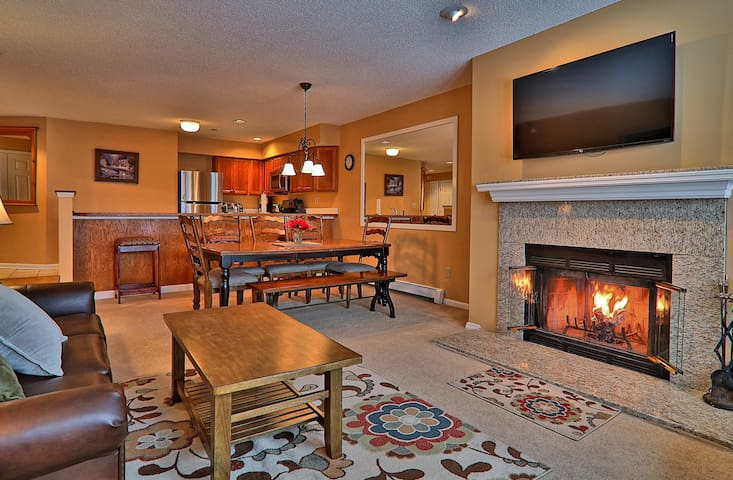 3 bedroom Winterplace condo, Walk to the trail, Sleeps 8
