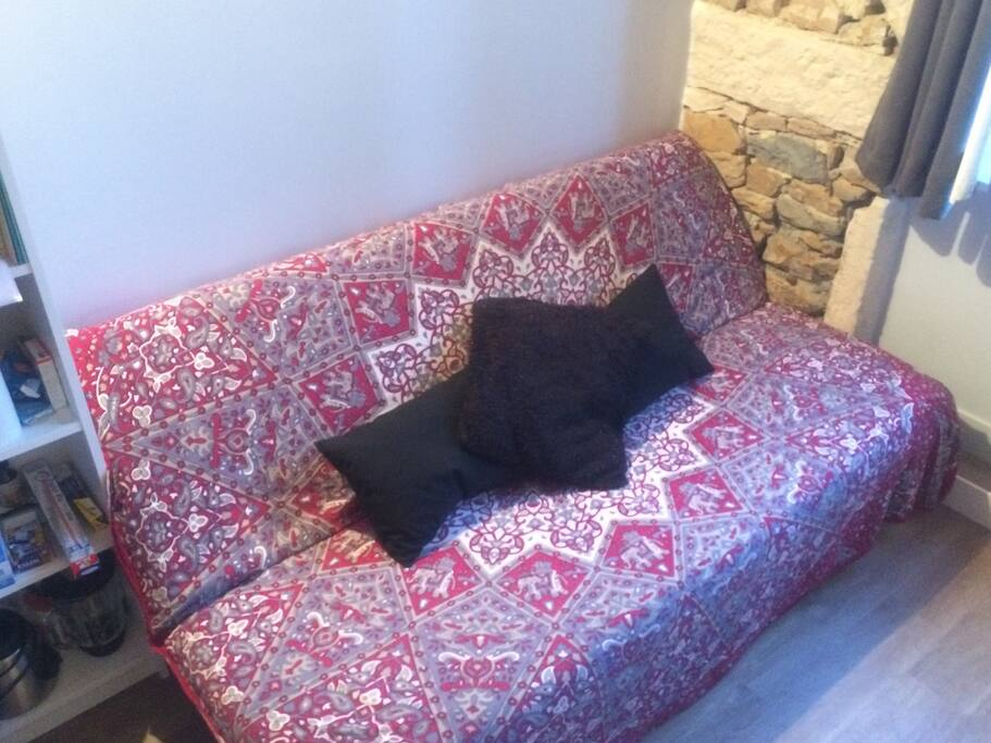 Super comfortable sofa bed, two people can sleep in it comfortably.