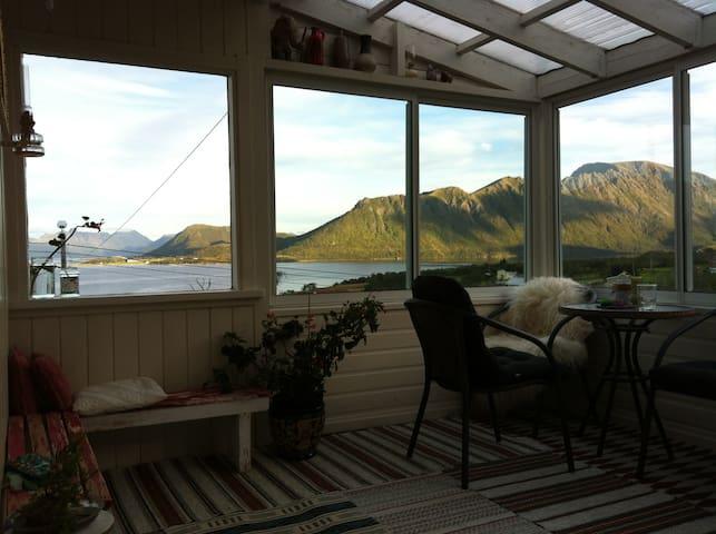 Vesterålen - cosy house by the sea - Øksnes - บ้าน