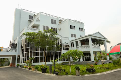 Momo Inn Service Apartments