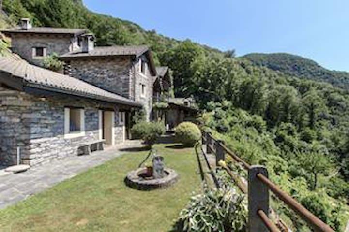 Kleines privates Dorf (20 Personen) Valle Verzasca