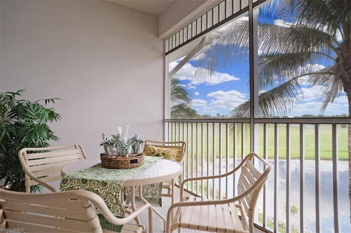 Stylish condo in deluxe country club w/ two championship golf courses