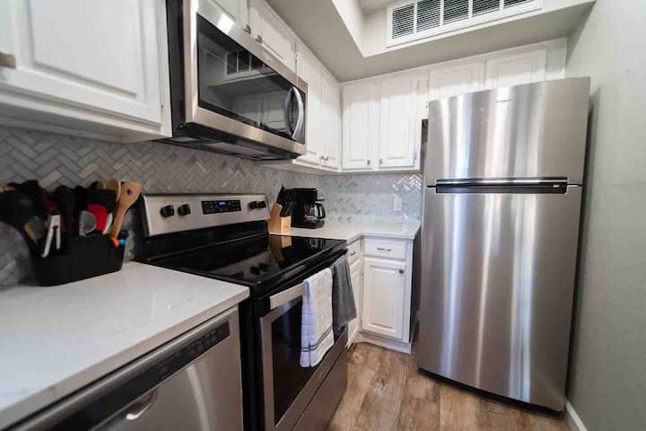 "ARL12 - DFW ""Central Access Hub"" Condo 2bd 2ba"