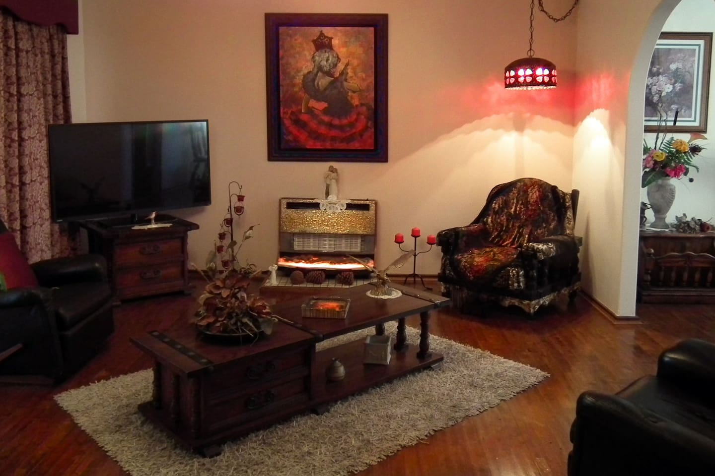 SPACIOUS LOUNGE with  ALL  THE COMFORTS