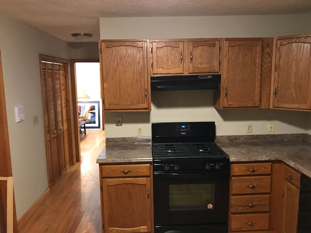 5 Clean shared room near the Airport/Boston