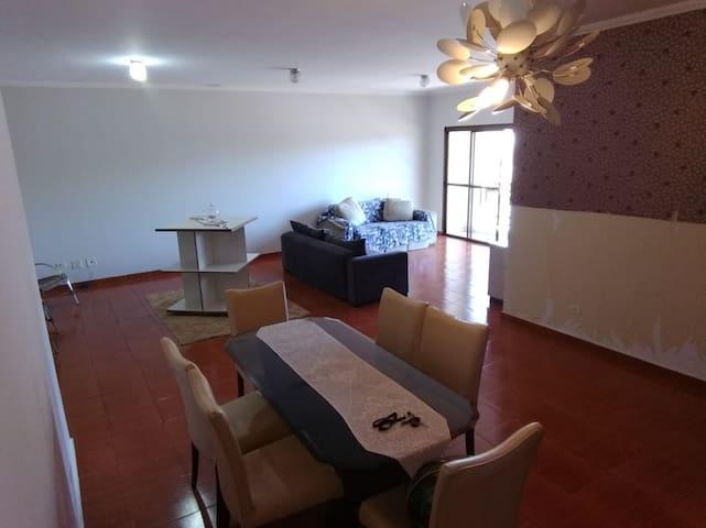 Apartamento com dois quarto na zona 7