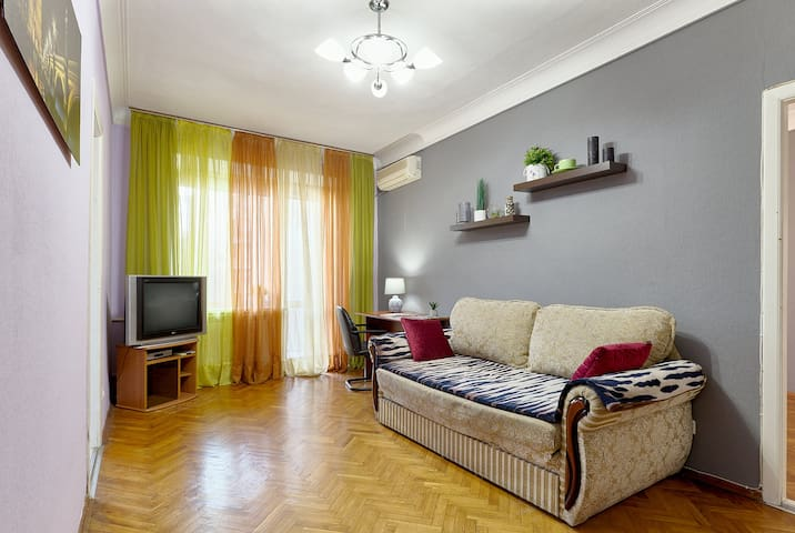 ★COZY APARTMENT IN THE HEART OF KIEV★BASEINA 10/19