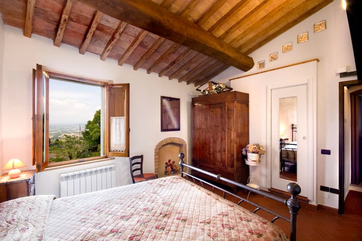 La Mezzana Rossa - Room and living - San Gimignano