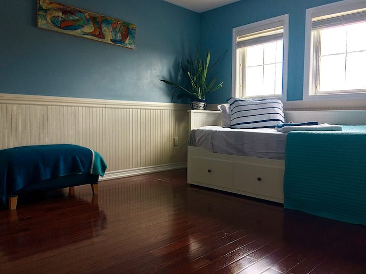 Nautical Bright and Spacious Private Room