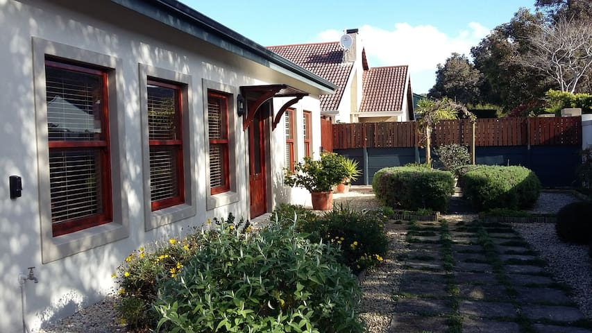 Home from Home - Hermanus - Hus