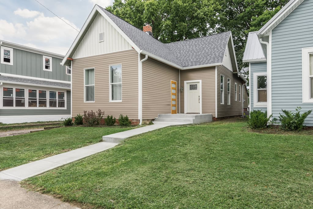 whole home downtown indy for lrg or small group  houses