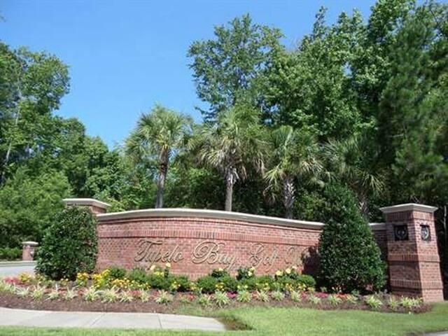 Entrance to Tupelo Bay Golf Villas!