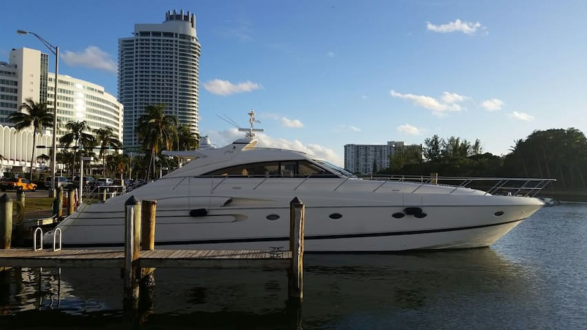 Stay Aboard a 70 ft Yacht - Miami Beach - Barco