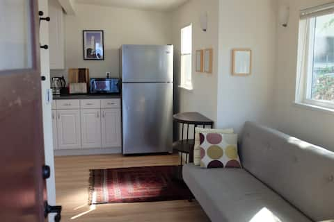 The California Cottage (1 BR)