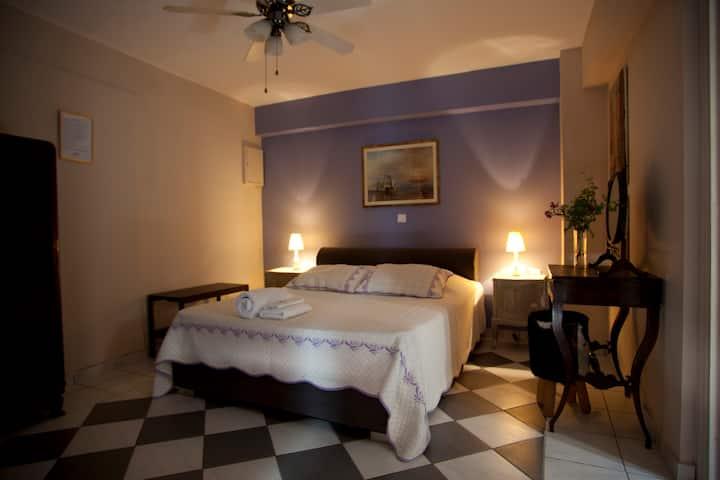 The Boatyard luxury studio Aegina town.